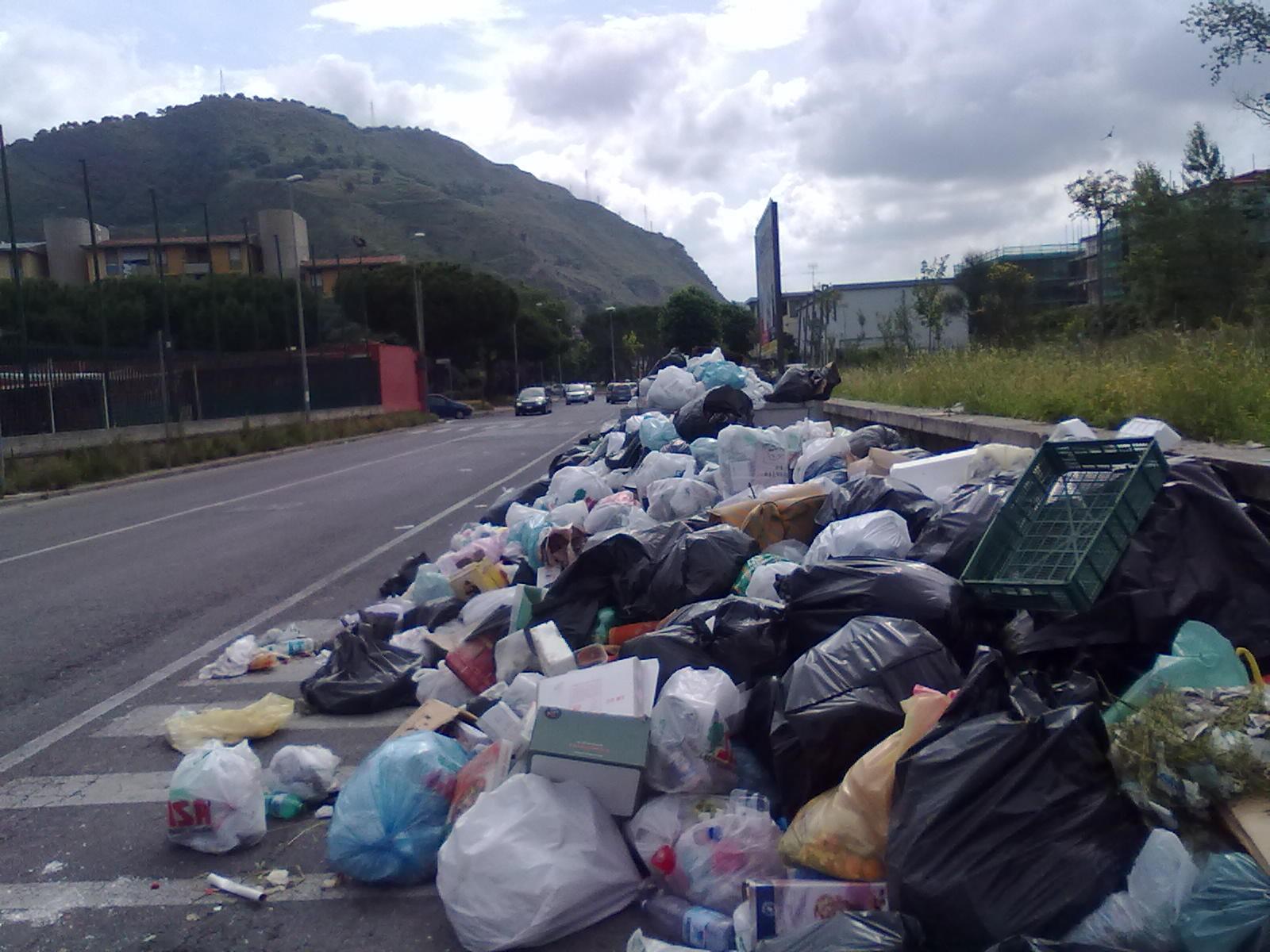- rifiuti-a-Rione-Toiano