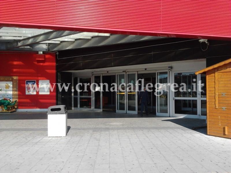 """L'ingresso del centro commerciale """"Quarto Nuovo"""""""