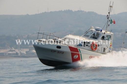 Una motovedetta della Capitaneria impegnata nei controlli