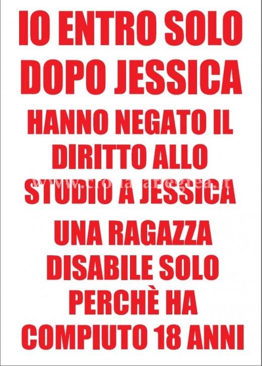 """Il manifesto degli studenti del liceo """"Seneca"""" di Bacoli in difesa della loro compagna Jessica"""