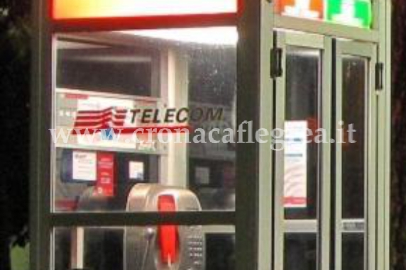 Cabina telefonica trasformata in base di spaccio cronaca for Piani di cabina di base di base