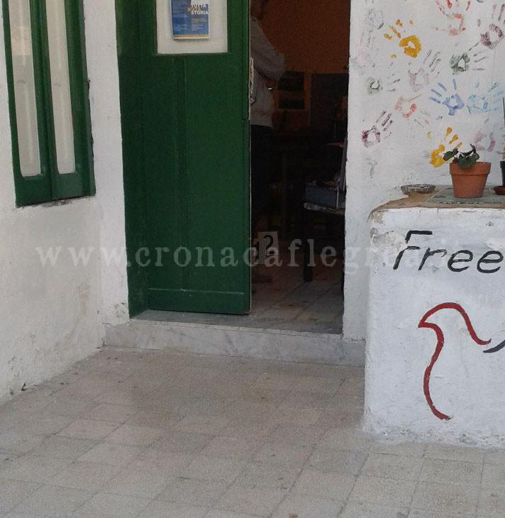 Bacoli raid nella sede dell associazione freebacoli - Associazione venditori porta a porta ...