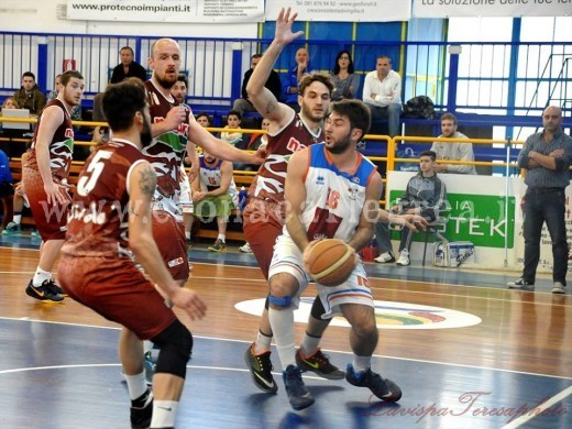 Il play in azione al Pala Errico (Foto Teresa Aprea)